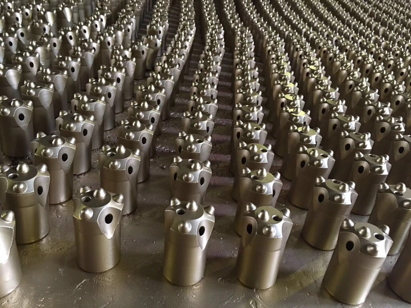 350pcs 7 degree 40mm taper button bits ordered by Peru clients